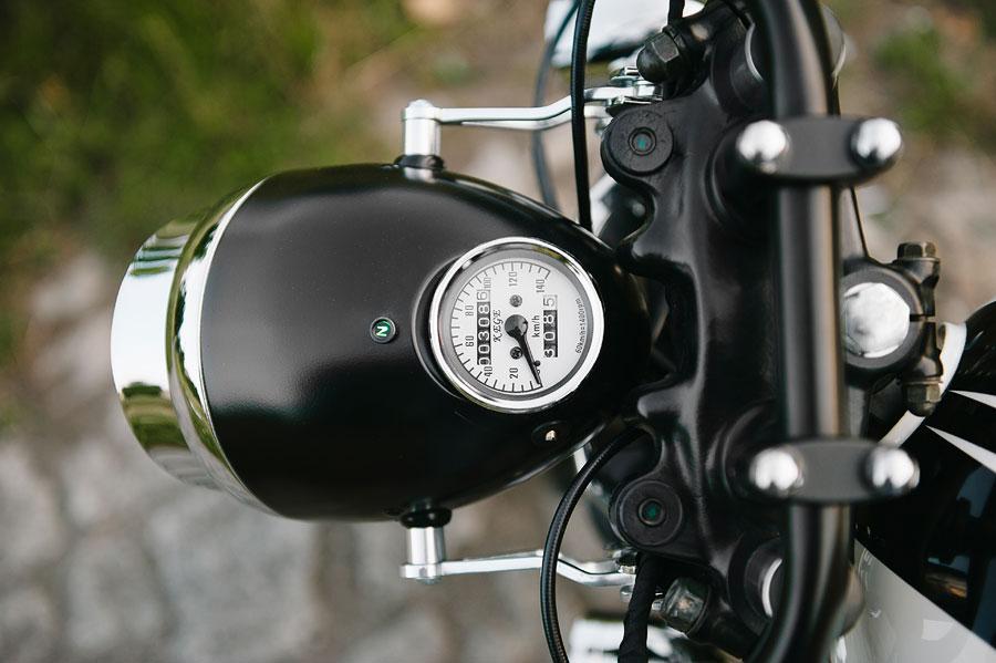 lampa zabytkowego motocykla