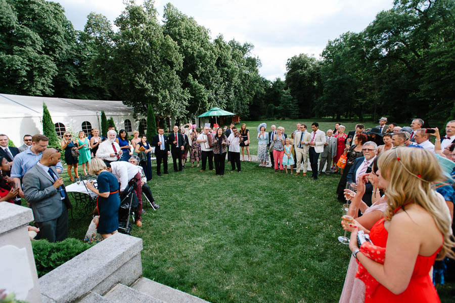 toast ślub w ogrodzie